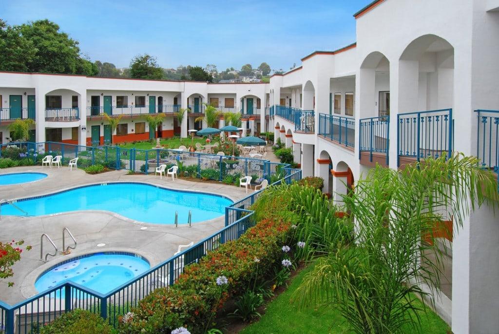 Pool,-Exterior-Corridors