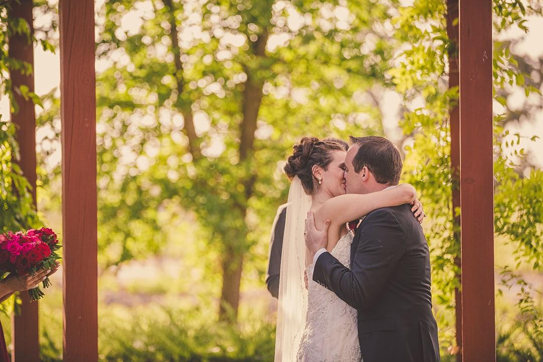 bruce-katelyn-kiss-ceremony-bianchi