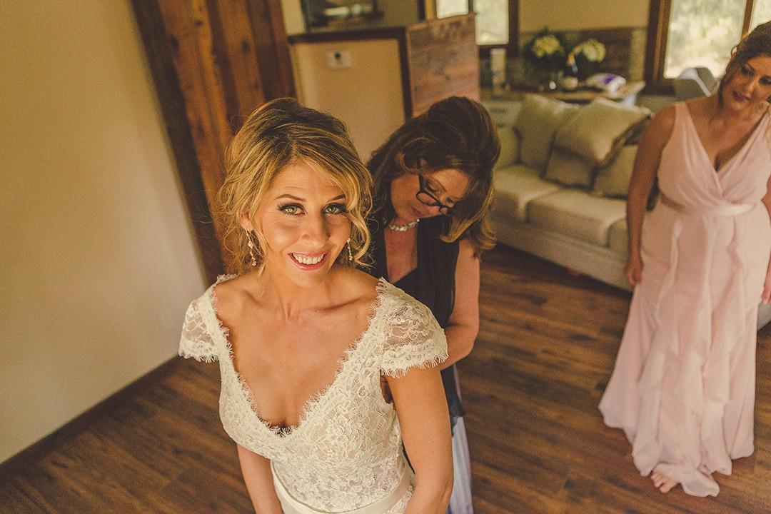 terra-mia-wedding-photography-getting-ready-bride