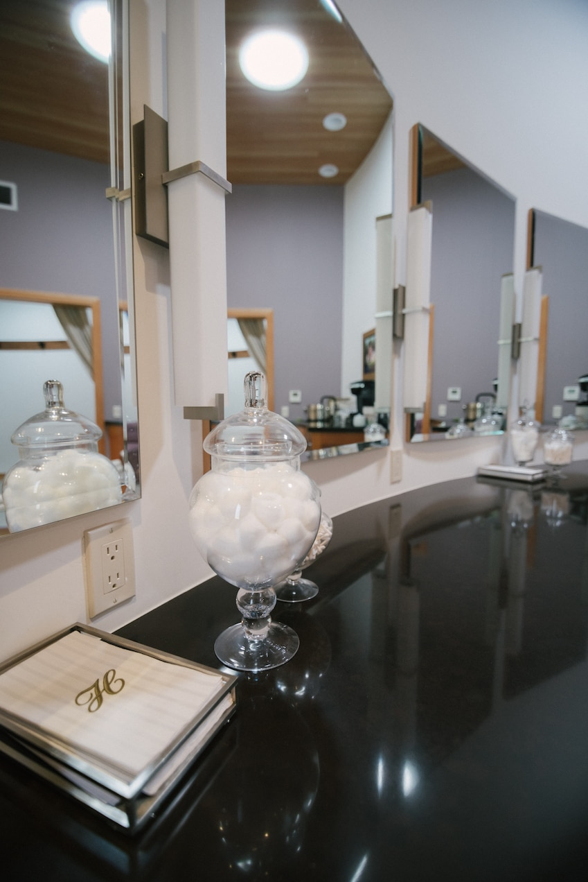 22-Bridal-Dressing-Room-Salon