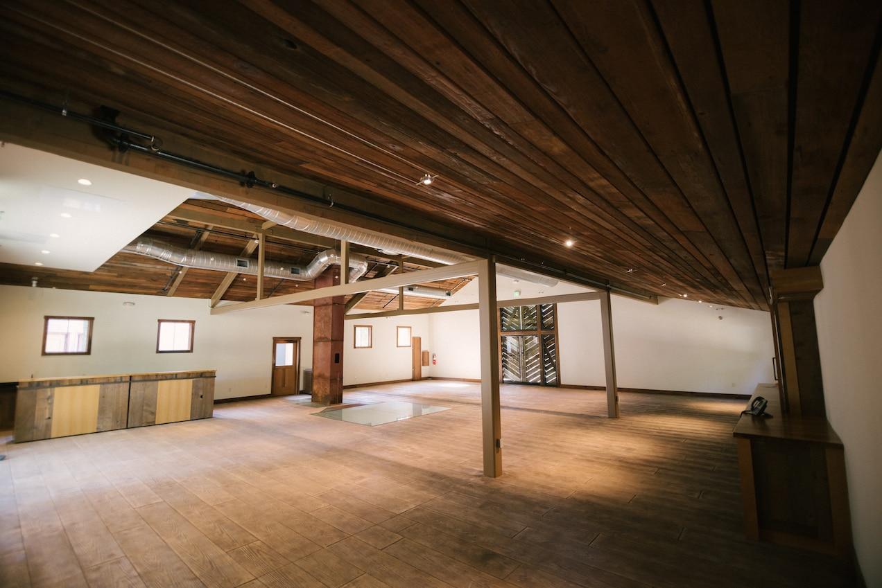 6-Silo-Barn-interior-mobile-bars